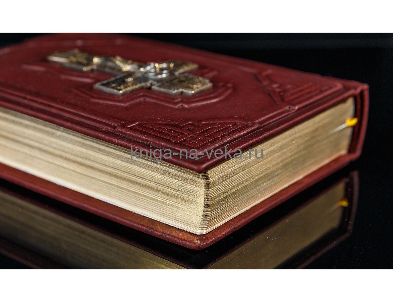 Книга «Библия» в кожаном переплёте с литым крестом в футляре