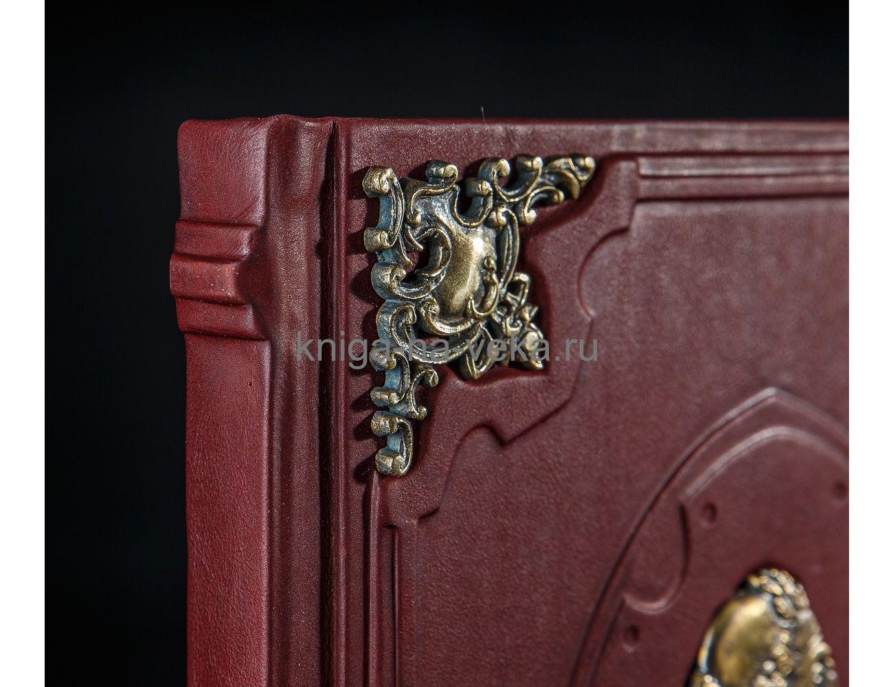 """Книга """"Мудрость тысячелетий"""" в кожаном переплёте с бронзовыми уголками и мудрецом"""