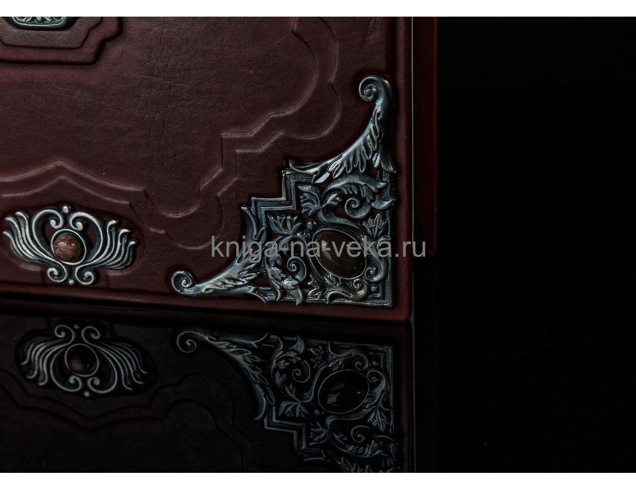 Книга «Библия в гравюрах Гюстава Доре» в кожаном переплёте с посеребрённой накладкой большого формата